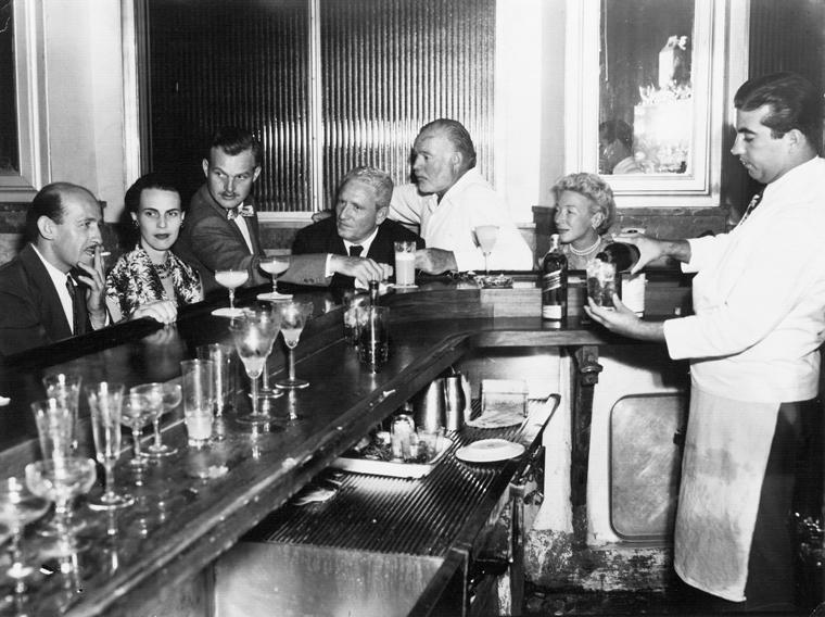 Spencer Tracy und Ernest Hemingway mit Frau und Freunden im